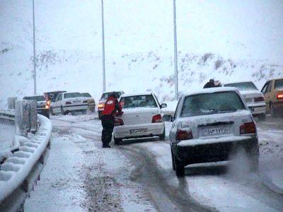 بارش باران در استان ایلام/جاده ها لغزنده هستند