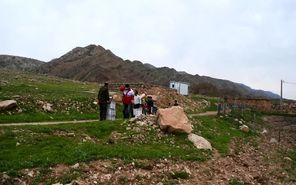 آذوقه رسانی هوایی جمعیت هلال احمر لرستان به سیل زدگان روستاهای پلدختر